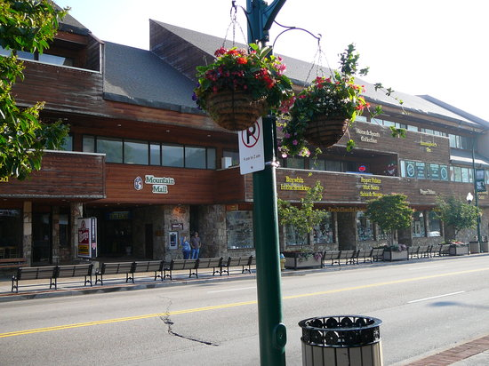 7 Places To Go Christmas Shopping In Gatlinburg And Pigeon