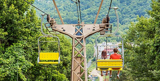 Gatlinburg_obbergatlinburg_couple_650x330px