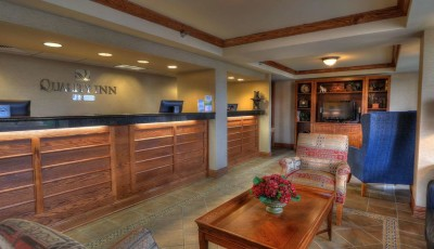Quality-Inn Front Desk Pigeon Forge